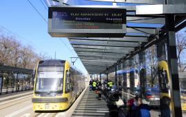 Na zdjęciu: tramwaj nadjeżdzający do węzła przesiadkowego
