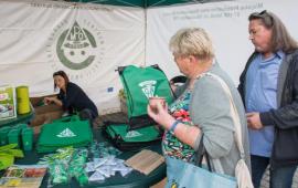 Na zdjęciu: torunianie biorą udział w warsztatach ekologicznych