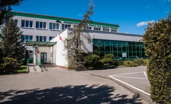 Na zdjęciu widać budynek Powiatowego Urzędu Pracy dla Miasta Torunia