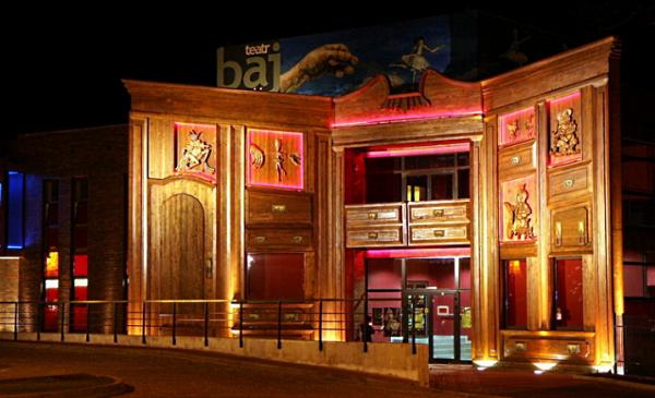 Teatr Baj Pomorski w wieczornej iluminacji, fot. Małgorzata Litwin