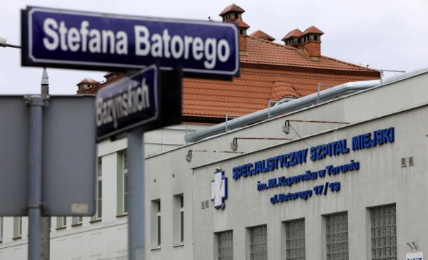 Na zdjęciu: napis na budynku Specjalistycznego Szpitala Miejskiego