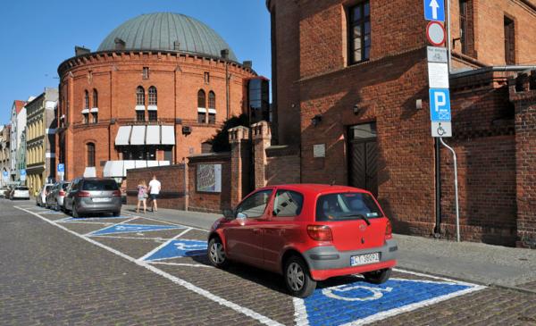 Parking uliczny przy toruńskim planetarium, fot. Małgorzata Litwin