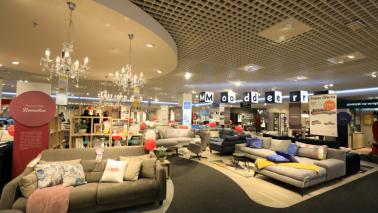 Na zdjęciu widac ekspozycję mebli wypoczynkowych w salonie Agata Meble