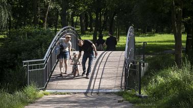 Kładka w Parku Miejskim przy ul. Bydgoskiej, fot. Wojtek Szabelski