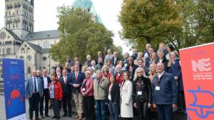Naz djęciu: uczestnicy posiedzenia Komisji Związku Miast Nowej Hanzy w Neuss