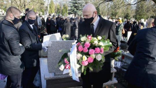 Na zdjęciu: prezydent Michał Zaleski składający kwiaty na grobie prof. Domasłowskiego
