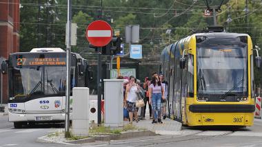 zdjęcie autobusu i tramwaju