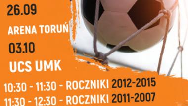 Zdjęcie przedstawia plakat zapraszający dzieci i młodzież do udziału w bezpłatnych treningach futsalowych
