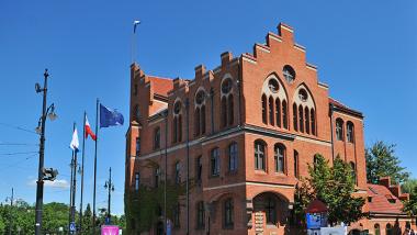 Na zdjęciu: budynek Urzędu Miasta Torunia przy ul. Wały gen. Sikorskiego 8