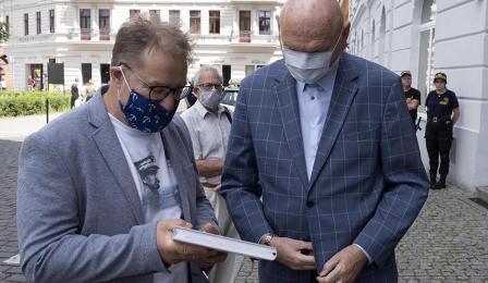 Na zdjęciu: dyrektor Mirosław Kuklik i prezydent Michał Zaleski