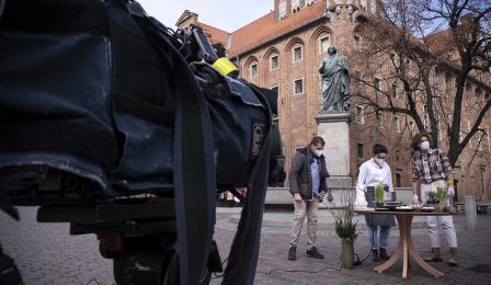 Na zdjęciu: reporter DDTVN i zaproszony gość w kadrze