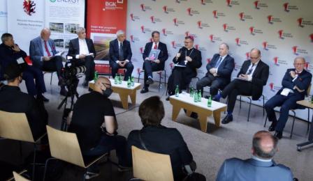 Na zdjęciu uczestnicy panelu dyskusyjnego