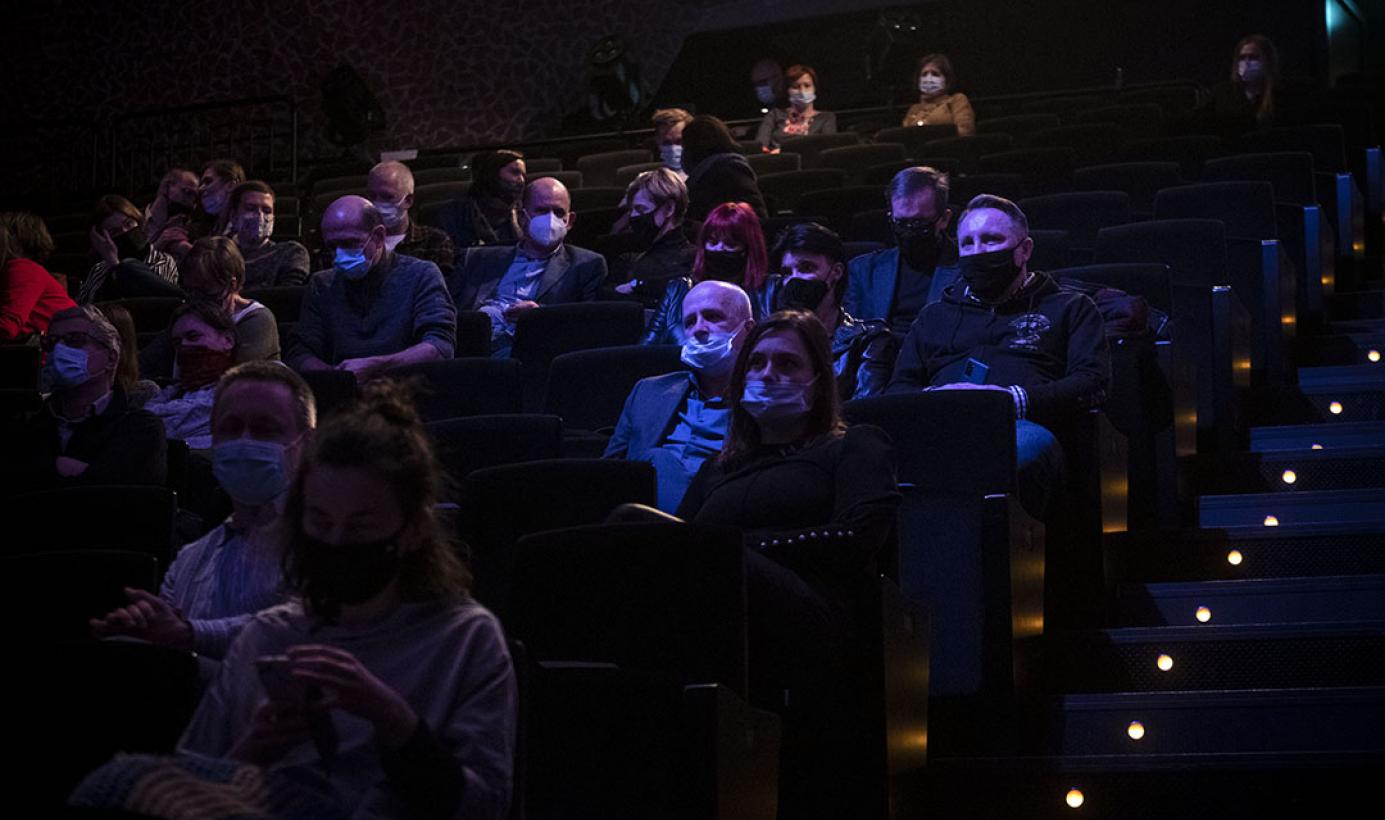 Publiczność w CKK Jordanki słucha koncertu